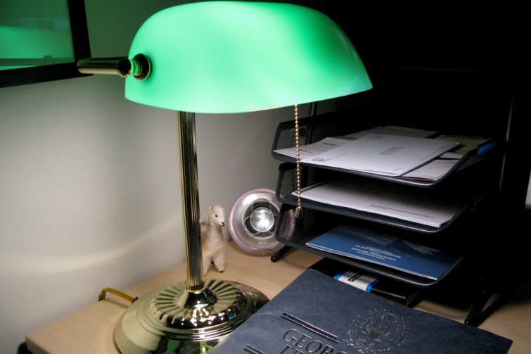 A Brief History Of The Iconic Emerald Green Bankeru0027s Lamp | Retro  Chronicle  Gaming, Antique, Music, History Culture Blog